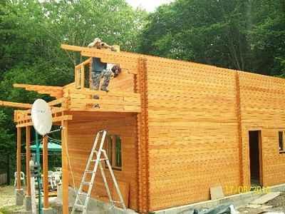 maison bois en deux niveaux